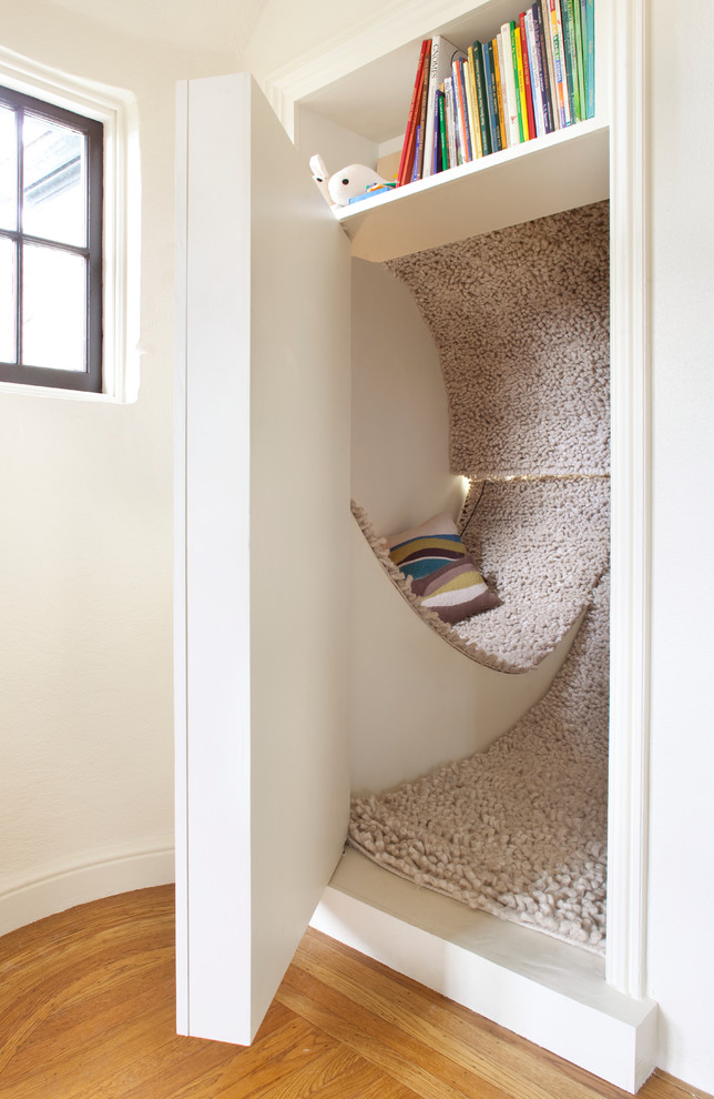 Example of a trendy playroom design in San Francisco