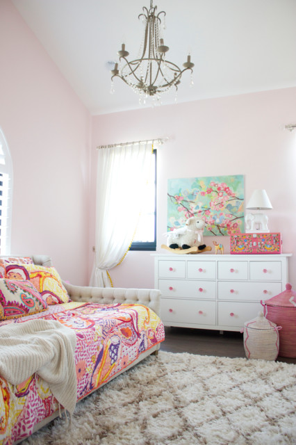 spanish oaks shabby chic style kinderzimmer austin von sarah stacey interior design. Black Bedroom Furniture Sets. Home Design Ideas