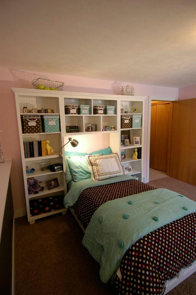 Kids' bedroom - mid-sized traditional gender-neutral kids' bedroom idea in Grand Rapids