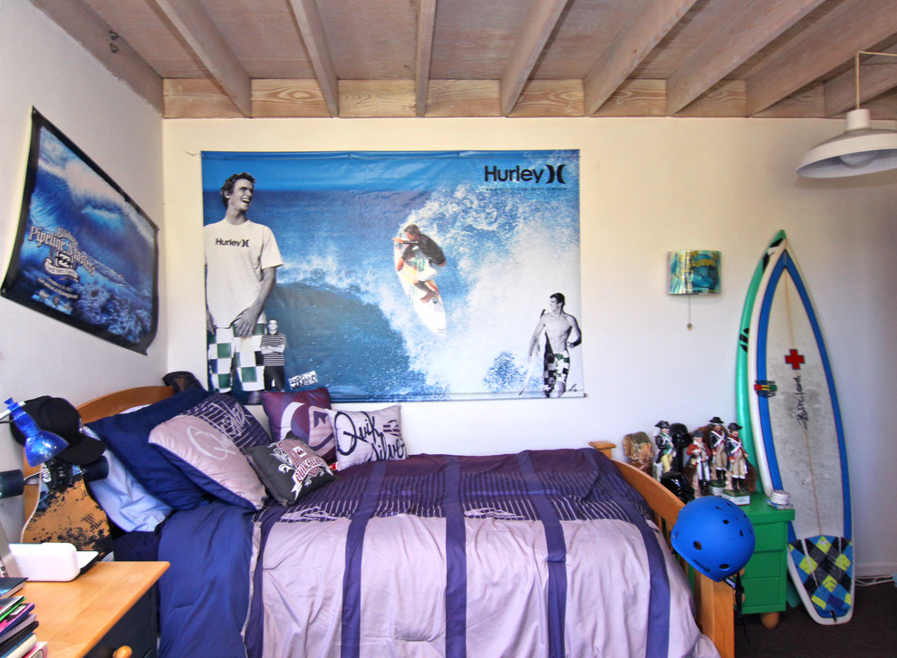 Beach style boy kids' room photo in Orange County with white walls