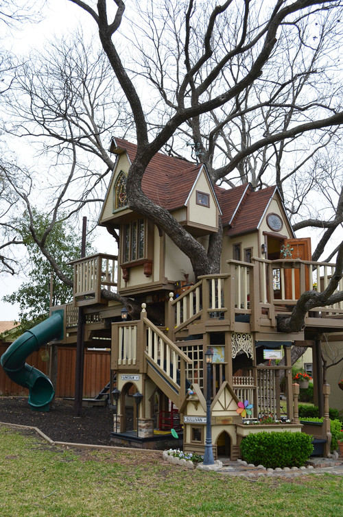Kids Tree House grandparents build amazing treehouse for grandchildren