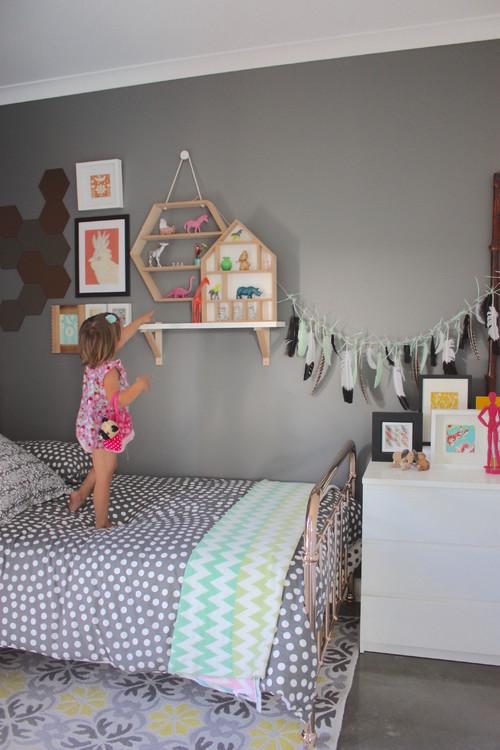 温かみのあるグレーを選べば、子供部屋にも使えますね。カラフルな子供のおもちゃを引き立ててくれます。