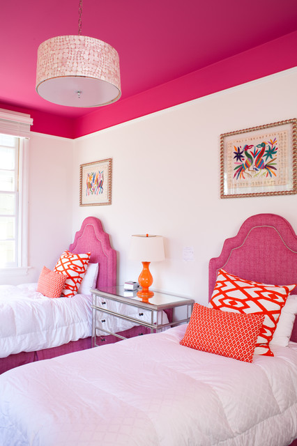 Inspiration for a transitional girl kids' room remodel in Other