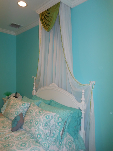 Tween Bedrooms traditional-kids