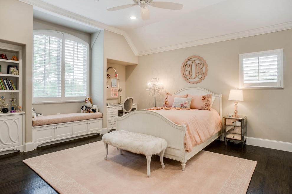 ダラスの中くらいのトラディショナルスタイルのおしゃれな子供部屋 (グレーの壁、濃色無垢フローリング、ティーン向け、茶色い床) の写真