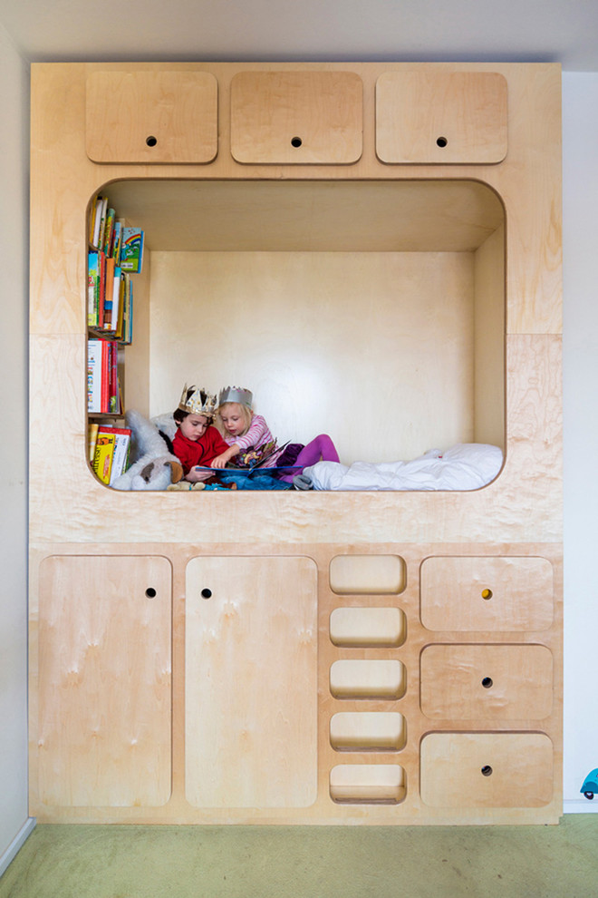 Kids' room - mid-sized contemporary gender-neutral carpeted kids' room idea in Leipzig with white walls