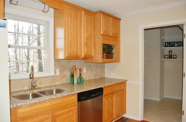 136 Plantation Trace Woodstock Ga Traditional Kitchen Atlanta By Accent Home Staging