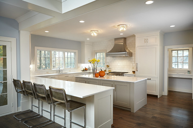 Kitchen - traditional kitchen idea in Grand Rapids