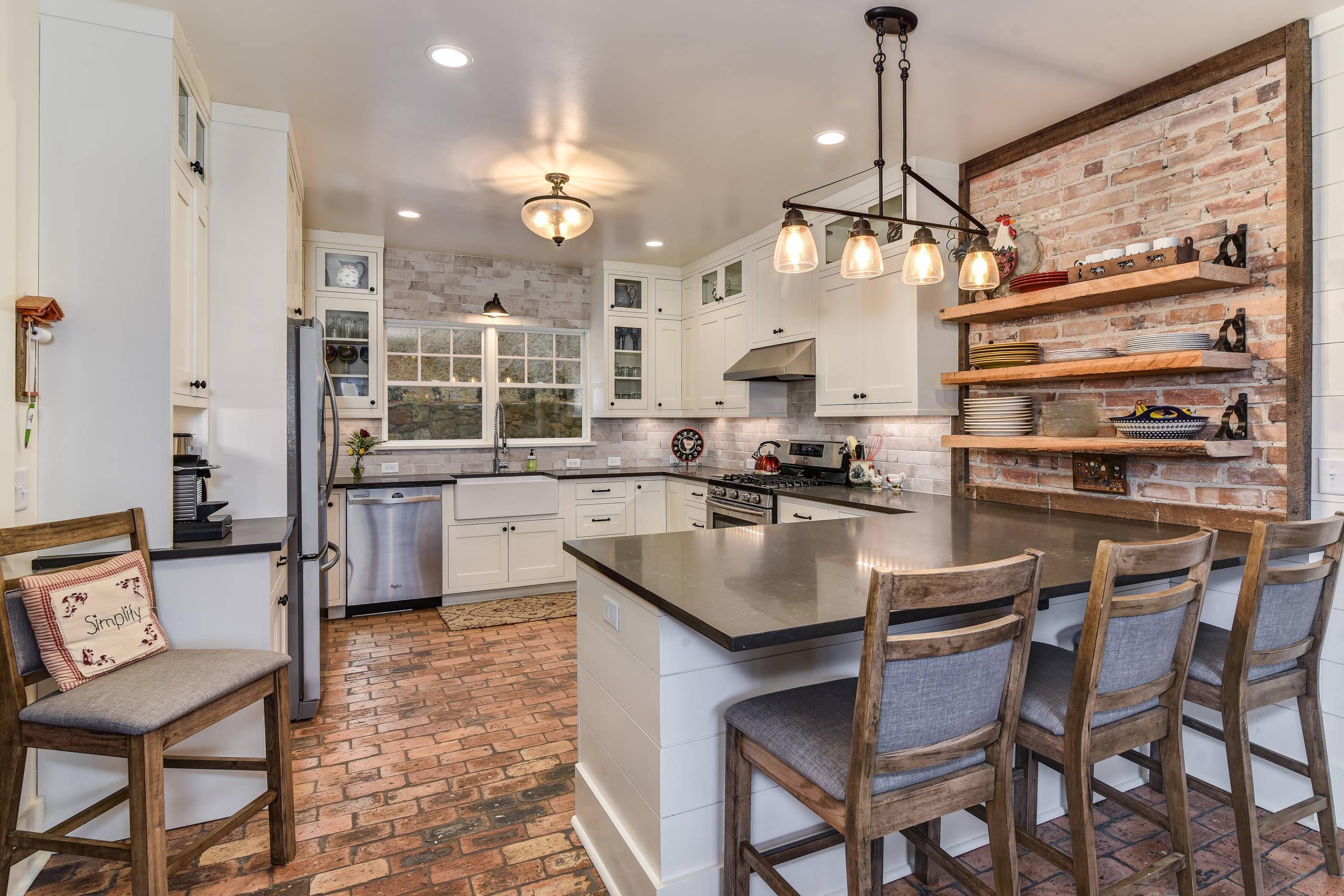 75 Beautiful Brick Floor Kitchen Pictures Ideas July 2021 Houzz