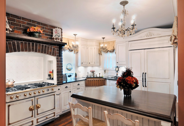 1890 39 s home maintains its bones traditional kitchen for 1890 kitchen cabinets
