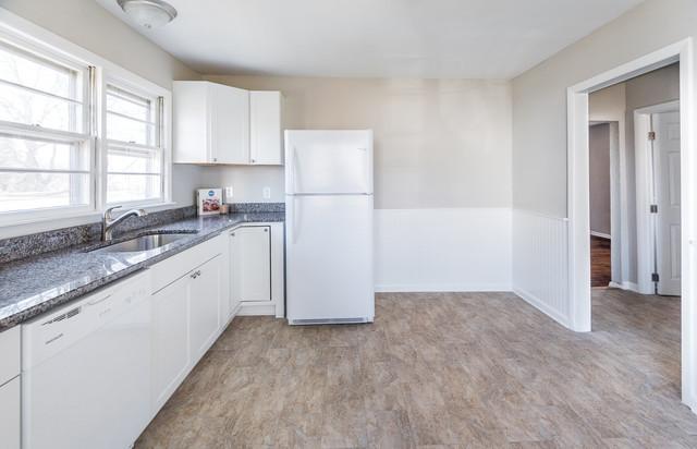 Transitional kitchen photo in Richmond