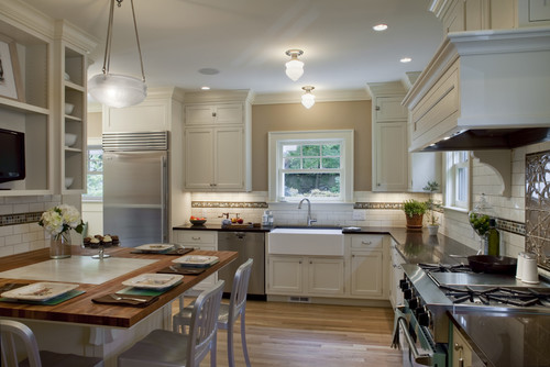 How to choose lighting for your colonial style kitchen for Kitchen remodel colonial home