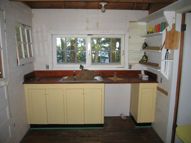 1920 granny 39 s cottage period kitchen beach style for 1920 kitchen cabinets