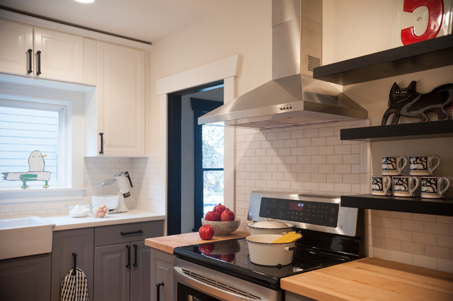 Example Of A Small Arts And Crafts Kitchen Design In Portland