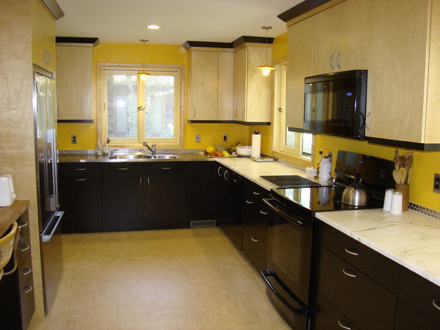 Large Midcentury Modern U Shaped Linoleum Floor Enclosed Kitchen Photo In Portland Maine With An