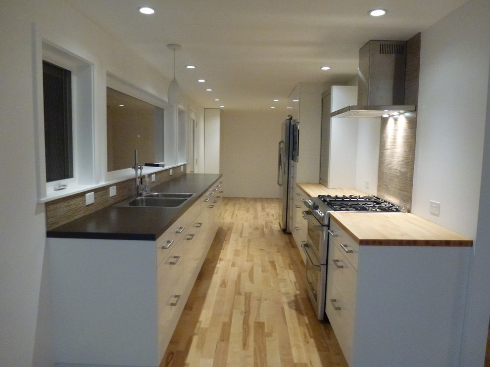 Inspiration for a contemporary kitchen remodel in Portland
