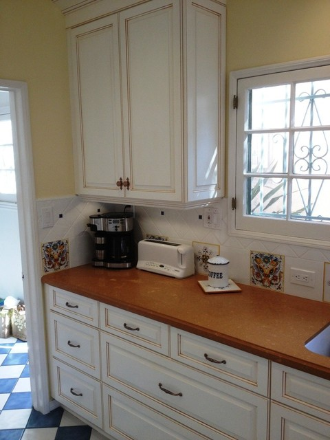 1st St traditional-kitchen