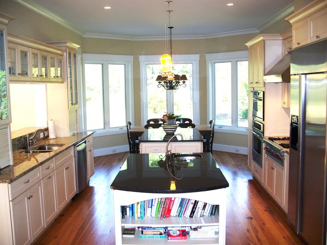 2 cook kitchens traditional-kitchen