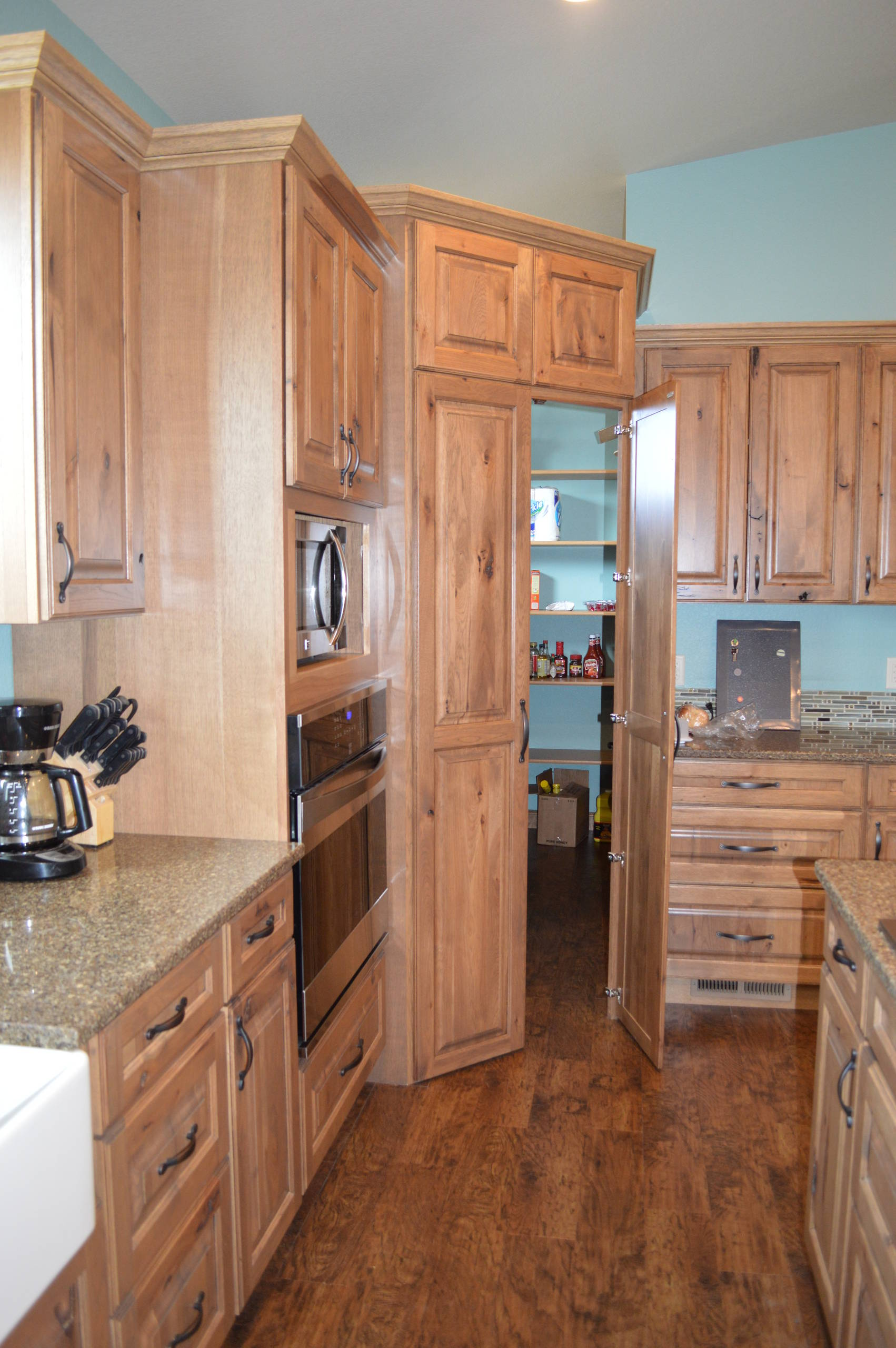 75 Beautiful Farmhouse Kitchen With Light Wood Cabinets Pictures Ideas June 2021 Houzz