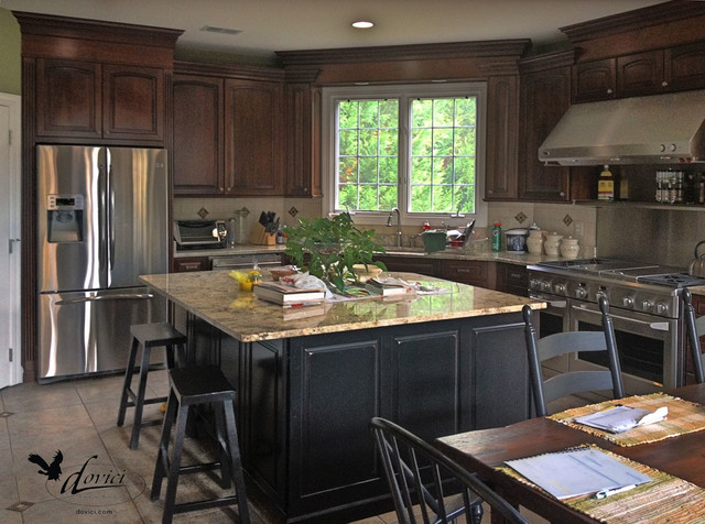 2014 traditional large eat in kitchen for Traditional kitchen meaning