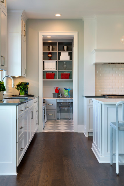 2015 midwest home luxury home 6 traditional kitchen for Traditional home kitchens 2015