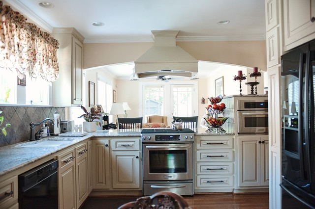 211 Cleveland Street traditional-kitchen