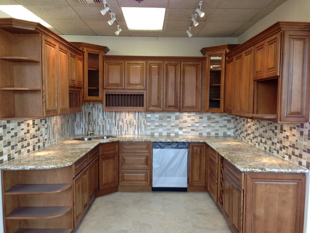 2Y model Coffee Glazed Maple kitchen display traditional-kitchen-cabinets