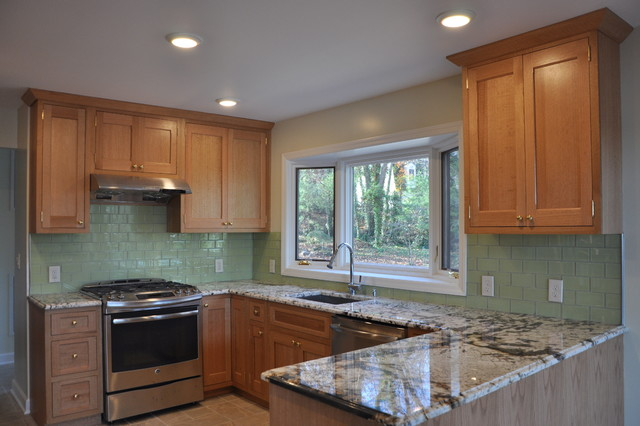 Inspiration For A Timeless U Shaped Eat In Kitchen Remodel New York With