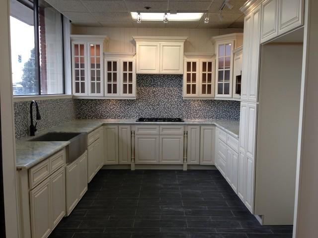 Traditional White Kitchen Design 3d Rendering: 3D Model Antique White Glazed Maple Cabinets