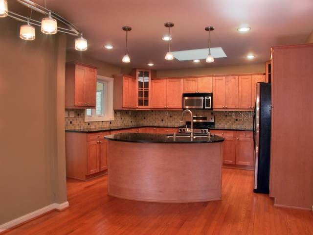4067 Massie Avenue, St Matthews (ACTIVE) traditional-kitchen