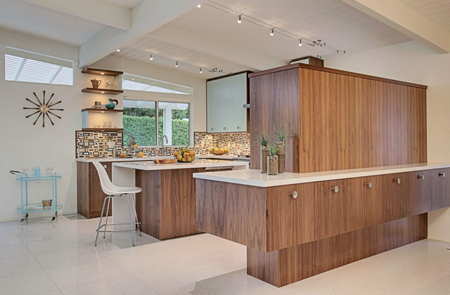 60 S Inspired Kitchen Designed By Benjamin Sullivan Of Kbc Of Palm Springs Ll Midcentury Kitchen Vancouver By Nickels Cabinets