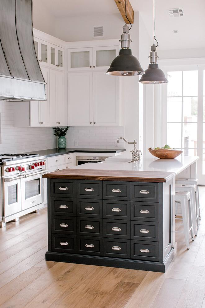 Kitchen - country kitchen idea in Phoenix