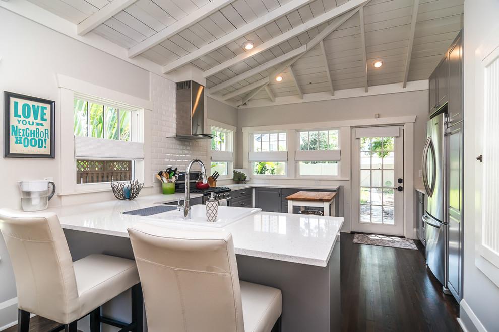 Elegant kitchen photo in Tampa