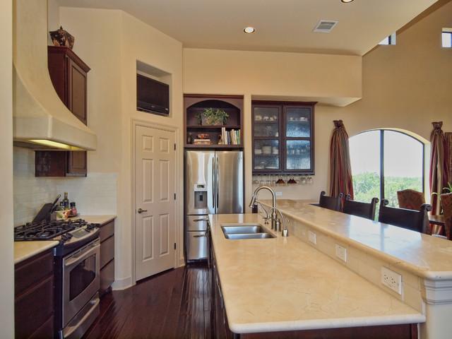 8205 West Dr, Leander TX 78641   MLS 9995790   Lake Travis Volente Home For Sale traditional-kitchen