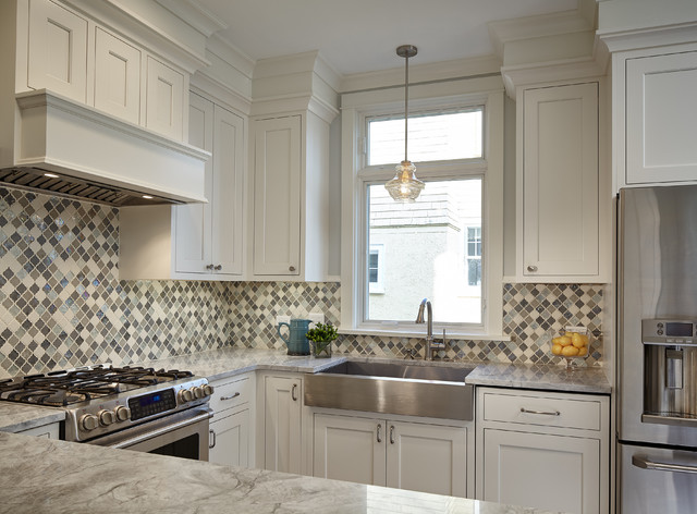 Enclosed kitchen - mid-sized transitional u-shaped dark wood floor enclosed kitchen idea in Chicago with a farmhouse sink, shaker cabinets, white cabinets, quartz countertops, multicolored backsplash, mosaic tile backsplash, stainless steel appliances and no island