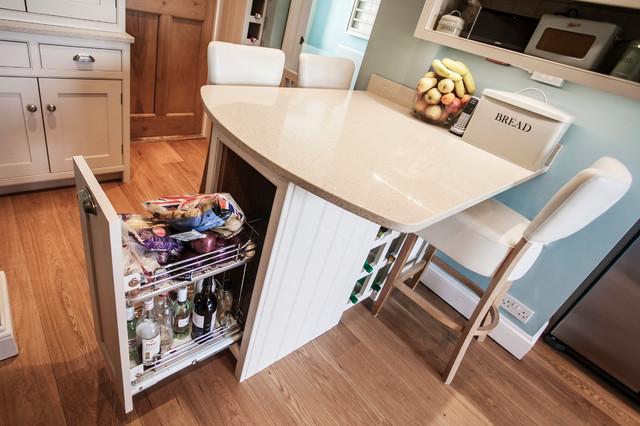 A Bespoke, Handmade Shaker Kitchen & Utility Room By Burlanes landhausstil-kueche