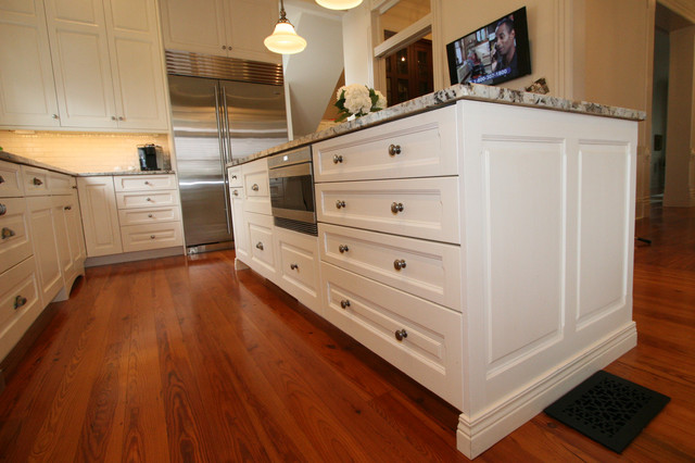 Uptown 6 - Traditional traditional-kitchen