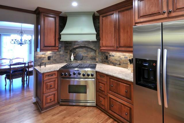 A Corner Range Takes Center Stage Traditional Kitchen