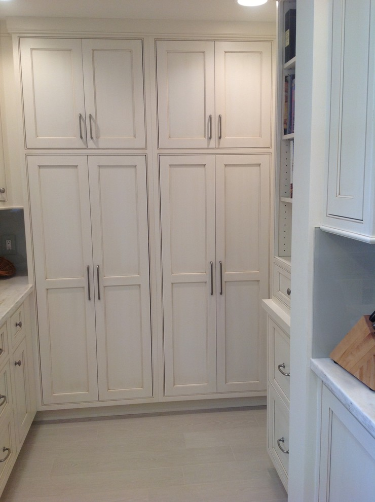 Enclosed kitchen - mid-sized traditional u-shaped travertine floor enclosed kitchen idea in Miami with an undermount sink, shaker cabinets, white cabinets, quartzite countertops, gray backsplash, stone slab backsplash, stainless steel appliances and a peninsula
