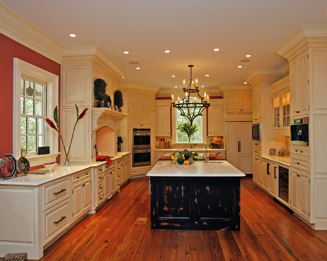 A gorgeous everyone-cooks kitchen traditional-kitchen