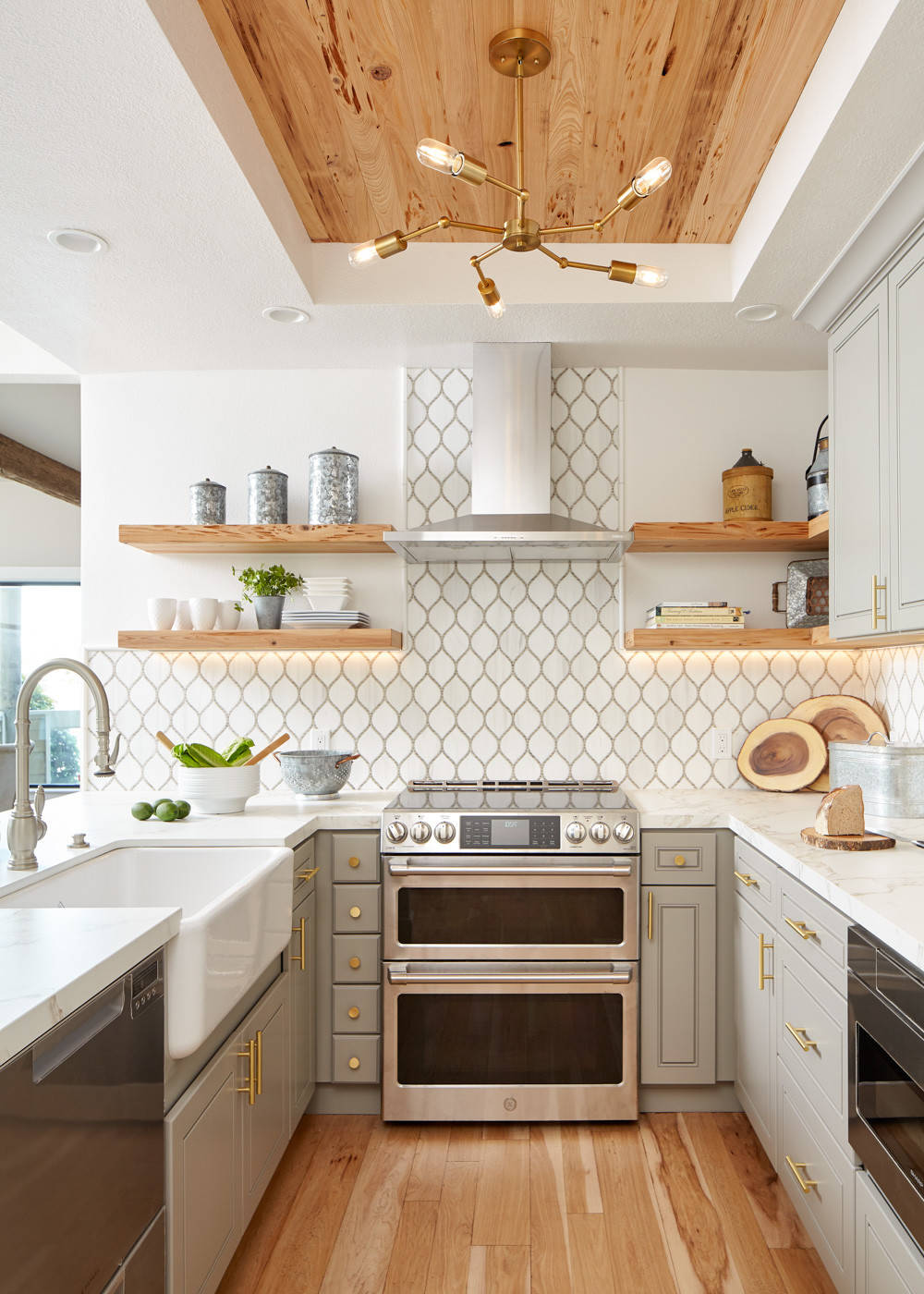 75 Beautiful Kitchen With A Farmhouse Sink And Marble Countertops Pictures Ideas December 2020 Houzz