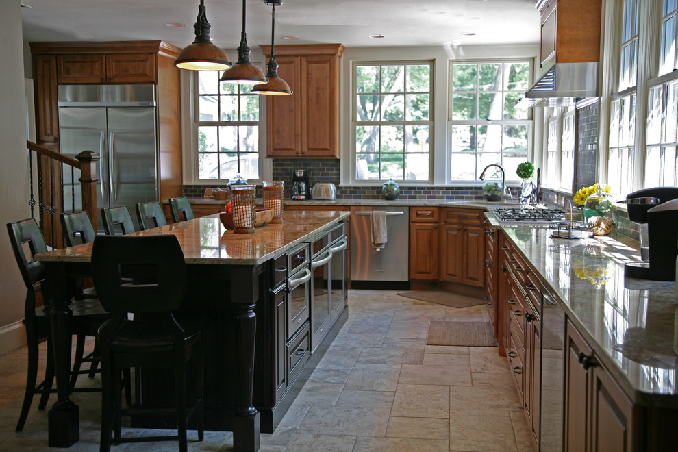 Example of a classic kitchen design in Milwaukee