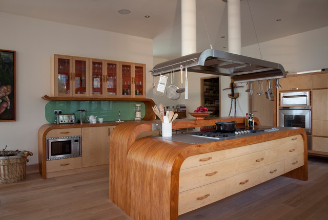 A modern country kitchen farmhouse-kitchen