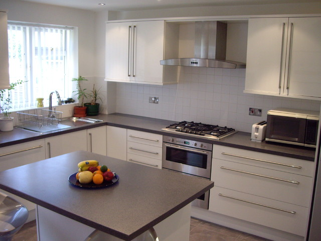 A modern fitted kitchen by capital bedrooms and kitchens for Contemporary fitted kitchens