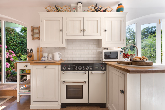 A place to cook - Traditional - Kitchen - Devon - by Colin ...
