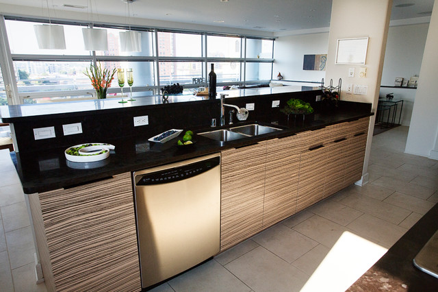A spiced up kitchen with creamy zebrano veneer modern for Kitchen ideas zebrano