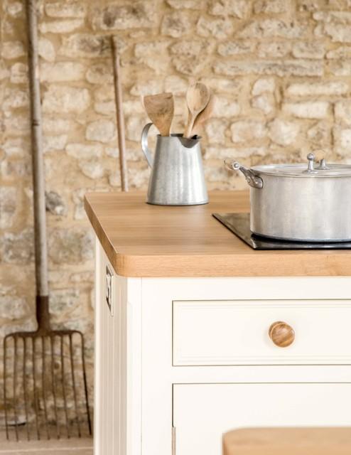 Farmhouse kitchen bathway traditional kitchen other for Traditional farmhouse kitchens