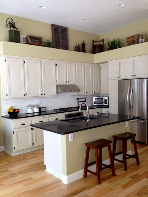 AAA Woodcrafters projects traditional-kitchen