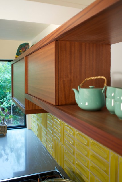 Inspiration for a mid-sized 1950s u-shaped light wood floor kitchen remodel in Denver with a double-bowl sink, flat-panel cabinets, medium tone wood cabinets, quartz countertops, yellow backsplash and stainless steel appliances