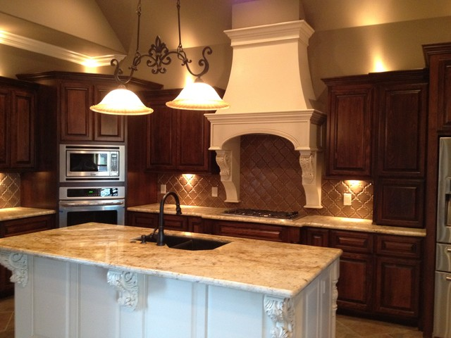Acadian Dream Homes-Custom Homes traditional kitchen